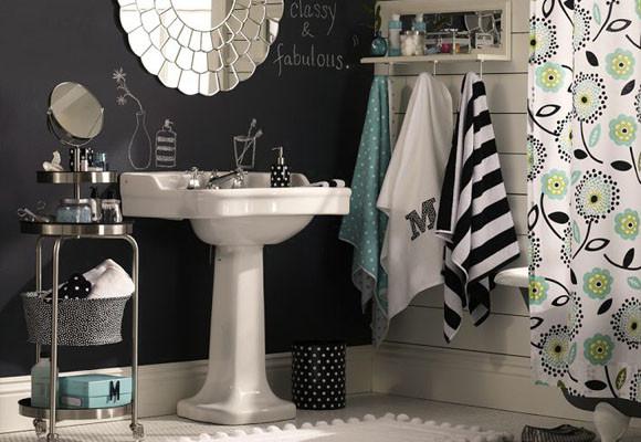 Un baño menta y negro
