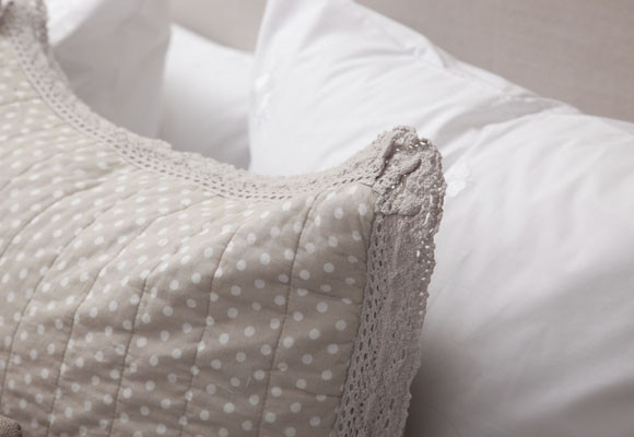 Imagen Topos y crochet en un dormitorio de ot
