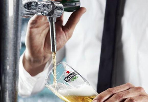 Heineken te enseña a tirar cervezas